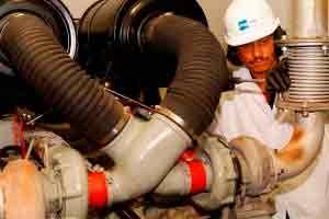 Lubrificador industrial e auxiliar de mecânica
