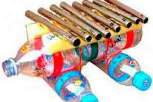 Instrumentos musicais construídos com material reciclado